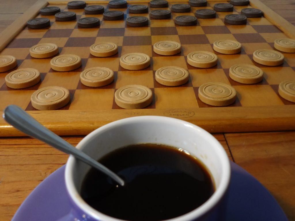 Deze afbeelding heeft een leeg alt-attribuut; de bestandsnaam is Kopje-Koffie-en-Dam-1024x768.jpg